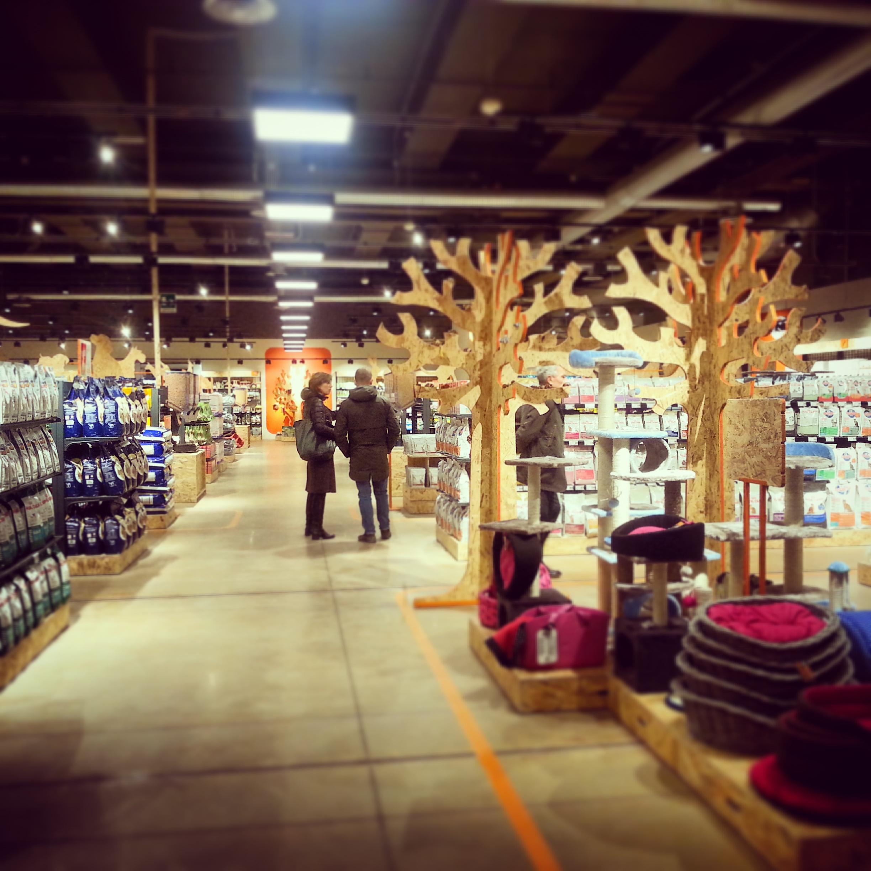 iper pet food store un negozio green per i nostri amici. Black Bedroom Furniture Sets. Home Design Ideas